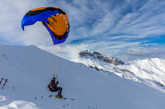 Speed riding and paragliding