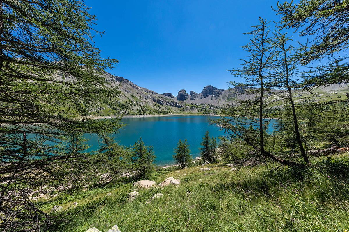Le Lac Dallos Naturel De Montagne Au Coeur Dun Parc National